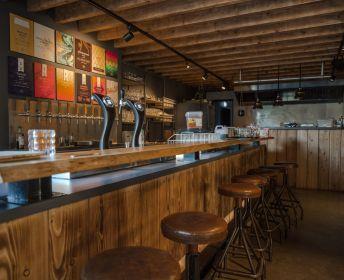 Renovatie oude jachtwerf naar restaurant/café